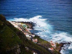Azorisches Meerwasserwellenbad