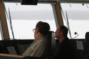 Kapitän und 2. Offizier im Eis