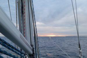 Sonnenaufgang auf dem Wasser